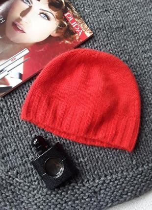 Кашемировая шапочка кораллового цвета от cos