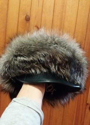 Шапка натуральная из чернобурки с кожаным козырьком