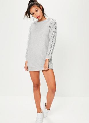 Платье-свитшот с оборками на рукавах missguided petite серое платье с драпировкой рюшами