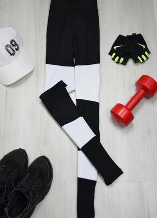 Чёрные лосины леггинсы в белую полоску чёрно-белые для спортзала фитнеса