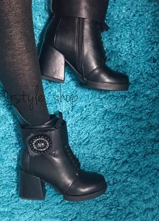 Зимние ботинки на устойчивом каблуке