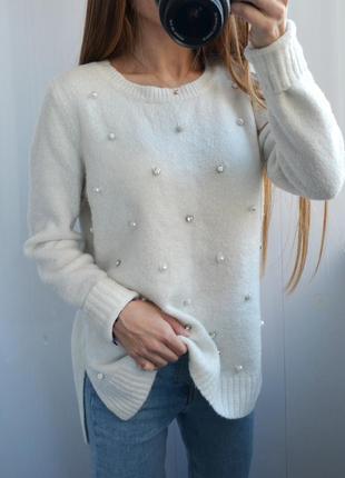 Нежный свитер с бусинками от george