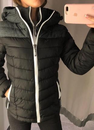Комбинированная куртка с капюшоном amisu тепла курточка на синтепоне есть размеры