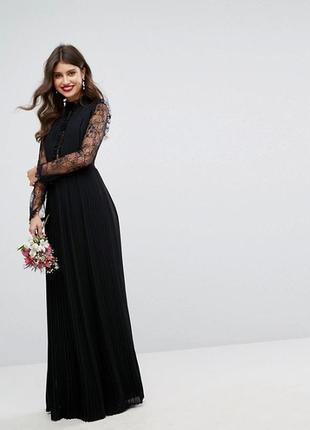 Платье с высоким воротником и рукавами tfnc