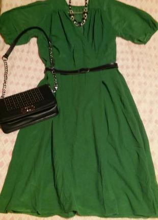 Велюровое платье сочно зеленого цвета