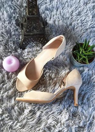Стильные туфли с открытым носком на шпильке от h&m