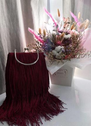 Бордовая сумочка с бахромой