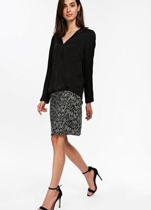 Трендовая юбка мини с боковыми карманами