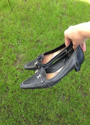 Туфли esprit на низком каблуке 37 разм