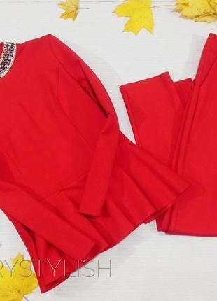 Яркий красивый костюм брюки и кофты блузка с баской