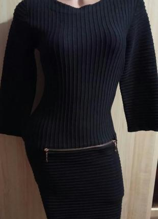Стильное платье резинка