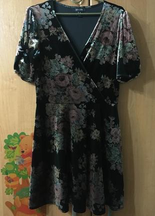 Бархатное красивое платье в цветы