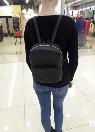 Женский рюкзак маленький чёрный для прогулок с экокожи