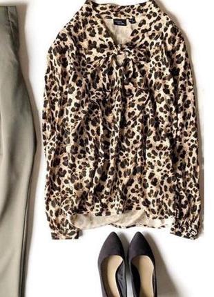Блуза с трендовым  леопардовым принтом