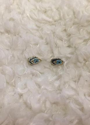 Серёжки глаза