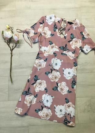 Красивое платье в цветах с плетёной спинкой