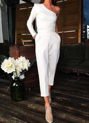 Шикарный нарядный теплый белый брючный костюм классический