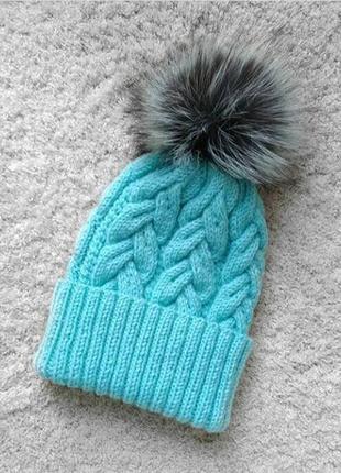 Зимняя женская шапка с помпоном