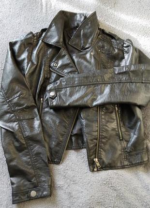 Косуха, шкірянка, жіноча чорна куртка