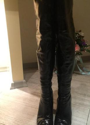 Лаковые кожаные ботфорты