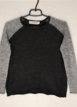 Легкий шерстяный свитер