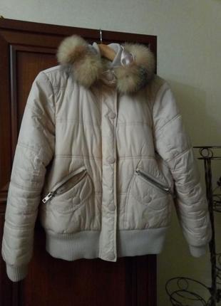 Теплая демисезонная куртка с капюшоном пудрового цвета. l-xl