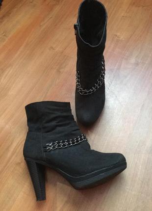 Ботиночки с цепью на устойчивом каблуке