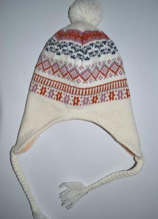 Теплая вязаная шапка на флисе с орнаментом.
