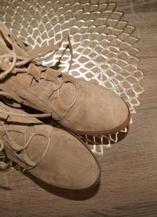 (37/24см) zara! замша! фирменные ботинки на танкетке, полусапожки с бахромой3