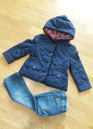 Стильная куртка дождевик tommy hilfiger на 2 года приталенная