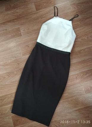 Чернобелое платье футляр с вставками из кожи