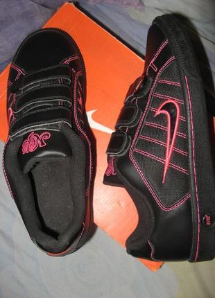 Кроссовки nike кожа оригинал по стельке 24 см 37 размер новые.