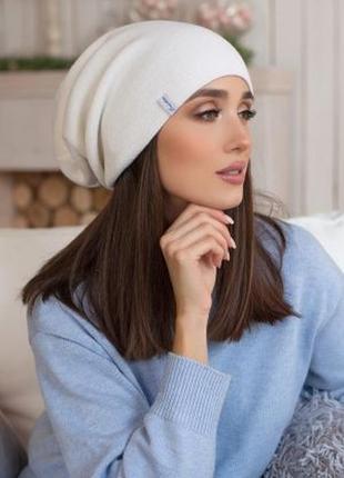 Белая шапка-чулок