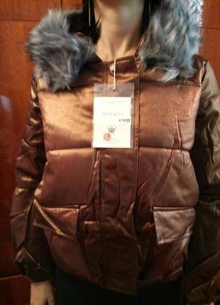 Цена снижена. укороченная красивая женская зимняя куртка с отливом. корея.