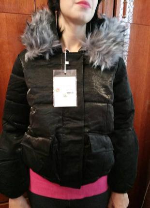 Цена снижена. укороченная красивая черная женская теплая куртка. корея