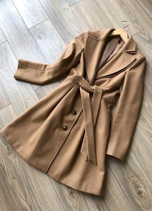 Бежевое пальто/фото на теле