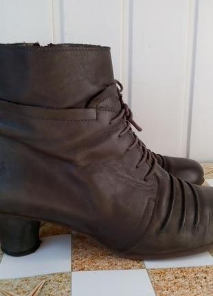 Ботинки кожаные фирмы fly