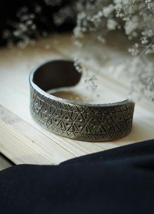 Титановые браслеты с орнаментом