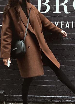 Коричневое пальто oversize с теплой подкладкой
