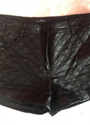 Чёрные кожаные шорты