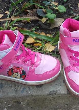 Спортивные ботинки на девочку