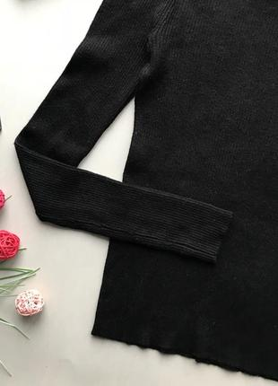 Базовый чёрный гольф в рубчик с открытыми плечами / чёрный свитер открытые плечи4