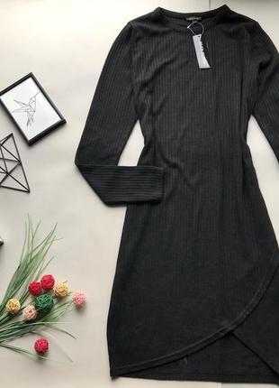 Тёплое коктельное чёрное платья в рубчик с длинным рукавом миди