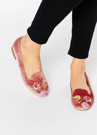 Бархатные туфли балетки с вышивкой