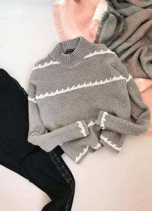 Мягенький укороченный свитер stradivarius