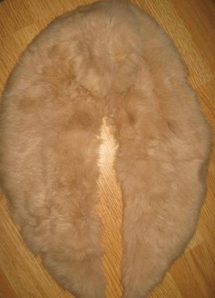 Бежевий комір з натуральний кролик