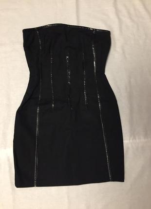 Короткое платье без бретель