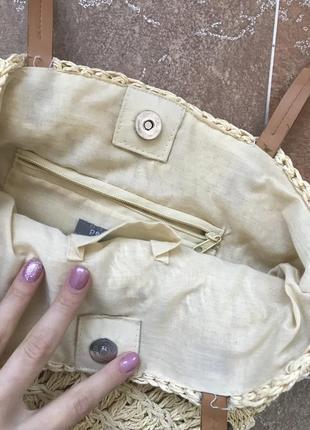 Соломенная сумка плетенная