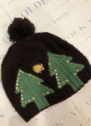 Красивая теплая вязаная шапка