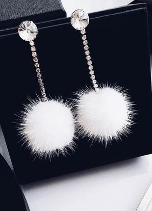 Серьги мех белый . модные украшения зима длина 8см